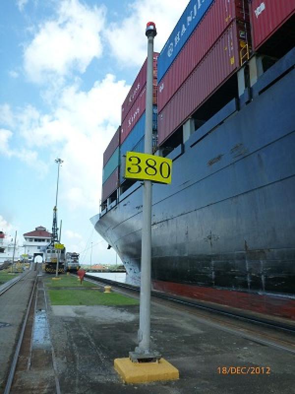 Columnes en el canal de Panamá