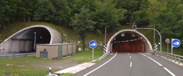 Semàfors i panells dels tuneles de Sant Lorenzo a Guipúscoa
